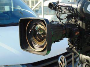 ビデオカメラ、報道